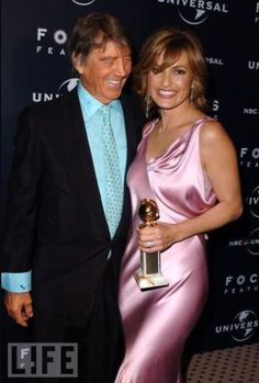 These photos are of famous Fathers and Daughters. Some are rock stars and actors or actresses and in some cases the Daughter is the star, in some the Father is, and in others, they both are. Amy Winehouse and Her Dad Glamour Movie, Glamour Photo, Tv Actors, Actors & Actresses, Celebrity Photos, Celebrity Style, Janes Mansfield, Olivia Benson, Mariska Hargitay