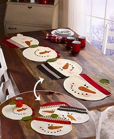 The Snowman Placemats or Table Runner gives you options for protecting your dining table from spills and scratches. The four snowman faces attach by buttons to form a unique table runner, or you can detach them and use each one as an individual pl Christmas Placemats, Christmas Runner, Christmas Sewing, Felt Christmas, Simple Christmas, Christmas Projects, Holiday Crafts, Christmas Ornaments, Nordic Christmas