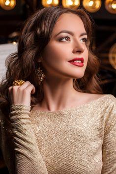 With Long Chat Ukraine Women Bazaar Hair Very