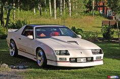 "These are the rims I'm going to get!    Mats Alfredsson  CAR: Camaro Iroc-z28 1989th Swedish Sold.  ENGINE: 350 TPI, Accel fuel pressure regulator 47 PSI. Airfoil, J-filter, Special Programmed chip  VXL: 700R4  CHASSIS: Eibach sport line kit, Koni 3-way dampers all around.  BRAKES: Large discs around  INTERIOR: red cloth with white posts , Electric, Electric windows. AC, cruise control.  TIRES / WHEELS: 18 ""IROC wheels, 235/40-18 Dunlop 9000zr  LACK: Original paint since new White (code 40)"