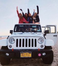 Let's go to the beach in my so -called jeep Photos Bff, Best Friend Photos, Best Friend Goals, Friend Pics, Jeep Wrangler Rubicon, Jeep Wrangler Unlimited, White Jeep Wrangler, Jeep Wranglers, Dream Cars