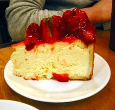 Carnegie Deli Cheese Cake Recipe (Best Ever Cheesecake) Low Fat Cheesecake, Cheesecake Recipes, Dessert Recipes, Strawberry Cheesecake, Carnegie Deli Cheesecake Recipe, Dessert Blog, Vegan Cheesecake, The Cheesecake Factory, Food Cakes