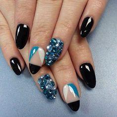 Uñas negras azul y blanco