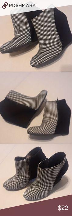 edb5cb1a9790 Madden Girl Zumba Wedge Bootie Black/White gingham pattern booties, Size 9.5 M,