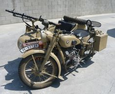 Love this 1940 BMW R71 Motorcycle, just the thing to get some drivers' attention!