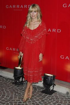 Rachel Zoe Photos - Celebrity stylist Rachel Zoe poses at the celebration  for the opening of the Garrard flagship store at Two Rodeo on July 2007 in  Los ... 5888eb5a6