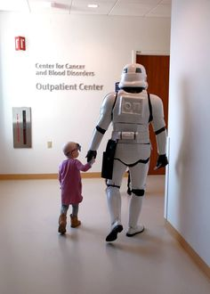 Members of the 501st Midwest Garrison visited the pediatric oncology ward at the Lurie Children's Hospital of Chicago. They handed out toys and coloring books to a lot of brave kids. During their visit in the community center, one little girl had to go back to her room for part of her treatment, and she asked if a stormtrooper could come with her. She took his hand and led him down the hall, and he stayed at her side the whole time she was away. #501st #StarWars #BadGuysDoingGood Star Wars Love, Star Trek, Faith In Humanity Restored, Pediatrics, 501st Legion, Twitter, Tips, Cancer Ward, Surgical Nursing