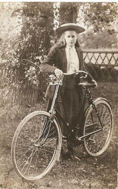 vintage everyday: Vintage Photos of Ladies with Bicycles