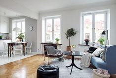 Un petit espace avec une véritable entrée, puis des zones bien délimitées pour chaque fonction... salon, repas, cuisine, bureau, sommeil....
