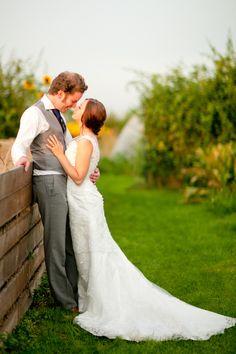 A MODERN DAY ROMANCE: LISA & CHRIS ROBINSON | Raspberry Wedding