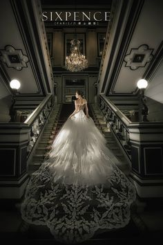 Two steps from the Arc de Triomphe, the hotel Saint James Paris welcomes you to a green haven. Wedding Poses, Wedding Photoshoot, Wedding Shoot, Wedding Couples, Dream Wedding, Wedding Day, Wedding Dresses, Saint James Paris, Italian Wedding Venues