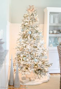 How to Create a Coastal Christmas Tree with roping from Home Depot, wooden sea creatures and blue ornaments How to create a coastal Christmas Tree using a flocked tree, blue netted ornaments, distressed wooden sea ornaments and roping as garland. Beach Christmas Trees, Coastal Christmas Decor, Nautical Christmas, Christmas Tree Themes, Outdoor Christmas Decorations, Coastal Decor, Christmas Home, Christmas Ornaments, White Christmas