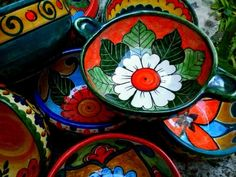 Risultati immagini per platos pintados mexicano Painted Plates, Hand Painted Ceramics, Ceramic Plates, Pottery Painting Designs, Paint Designs, Talavera Pottery, Ceramic Pottery, China Painting, Ceramic Painting