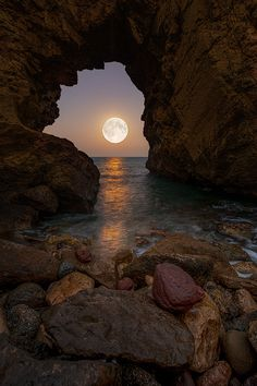 📸 Pictures are worth a thousand words. Moon Pictures, Nature Pictures, Full Moon Photos, Moon Pics, Beautiful Moon, Beautiful World, Beautiful Places, Moon Photography, Landscape Photography