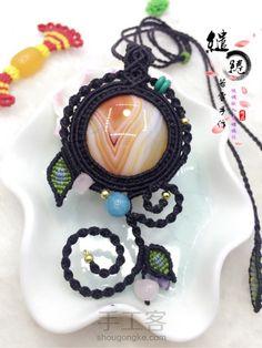 绾墨 项链教程 第76步 Mac Stone, Collar Macrame, Stone Wrapping, Macrame Tutorial, Micro Macrame, Paracord, Diy And Crafts, Crochet Earrings, Weaving