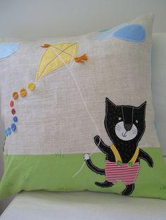 Kitty kite pillow | Flickr: Intercambio de fotos