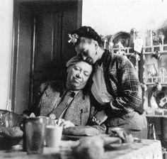 """diego reposa en frida. """"Me consideran surrealista y jamás pinto mis sueños. Solamente pinto mi vida""""."""