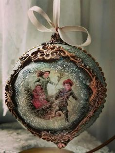 Cute Christmas Decorations, Christmas Ornaments To Make, Handmade Christmas, Christmas Time, Christmas Crafts, Christmas Decoupage, Painted Ornaments, Victorian Christmas, Xmas Gifts