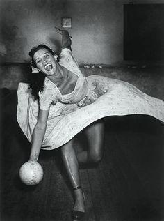 Kilian, Hannes (b,1909)- Woman Bowling