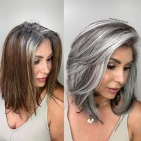 Makeover: How Jack Martin Helps Clients Stop Coloring Their Gray Hair - Color - . - - Makeover: How Jack Martin Helps Clients Stop Coloring Their Gray Hair - Color - Modern Salon Gray Hairst. Pelo Color Ceniza, Medium Hair Styles, Curly Hair Styles, Natural Hair Styles, Grey Hair Transformation, Gray Hair Highlights, Chunky Highlights, Caramel Highlights, Lowlights For Gray Hair