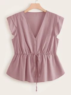 To find out about the Plus V Neck Button Front Tie Front Peplum Blouse at SHEIN, part of our latest Plus Size Blouses ready to shop online today! Look Fashion, Skirt Fashion, Hijab Fashion, Fashion Outfits, Plus Size Blouses, Plus Size Tops, Modelos Fashion, Peplum Blouse, Plus Size Model