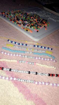 Rave Bracelets, Pony Bead Bracelets, Beaded Braclets, Friendship Bracelets With Beads, Summer Bracelets, Friendship Bracelet Patterns, Pony Beads, Beaded Jewelry, Beaded Anklets