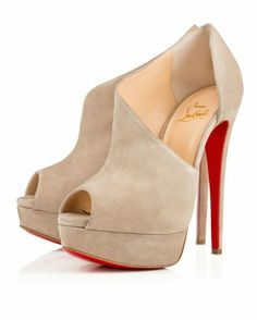gives stylish cimetric curves and hold the feet where it is needed
