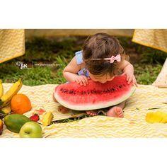 Smash Delicinha!  @maezice #smashthefruit #atthepark #babylovers #ensaio #delicia #princesa #alice #foto #fotografia #gorgeous #recife #portraitphotography #portaretrato #fineart #happiness #inlove #menina #photo laço: @cmacessorios Decoracao: @nandadecora