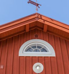 Minienergihus i 1800-talsstil - XNvillan Panel, Garage Doors, Outdoor Decor, Home Decor, House, Decoration Home, Room Decor, Home Interior Design, Carriage Doors