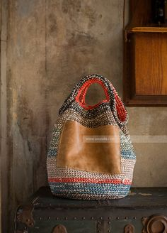 Marvelous Crochet A Shell Stitch Purse Bag Ideas. Wonderful Crochet A Shell Stitch Purse Bag Ideas. Crochet Clutch, Crochet Handbags, Crochet Purses, Purse Patterns, Crochet Patterns, Crochet Shell Stitch, Handmade Purses, Handmade Bracelets, Boho Bags