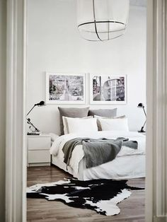 Scandinavian Bedroom design with Cowhide rug via Entrance Makleri Scandinavian Bedroom Decor, Swedish Decor, Home Decor Bedroom, Bedroom Furniture, Bedroom Ideas, Modern Bedroom, Minimal Bedroom, Swedish Style, Swedish Design