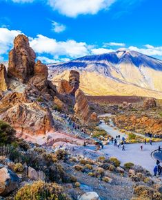 Experiences on Mount Teide – stars, hiking trails and Martian landscapes Canary Islands, The Martian, Beautiful Islands, Tenerife, World Heritage Sites, Hiking Trails, Grand Canyon, Places To Go, Landscapes