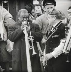 Louis Armstrong in Kloten (beim Alphornspielen). Com_M04-0345-0001