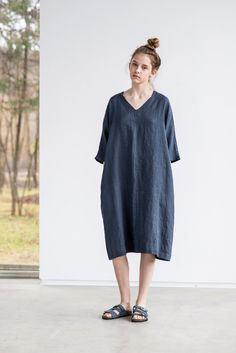Charcoal linen tunic/dress. Washed linen kimono tunic. Oversize linen dress. V neckline linen dress by notPERFECTLINEN on Etsy https://www.etsy.com/ca/listing/269204002/charcoal-linen-tunicdress-washed-linen