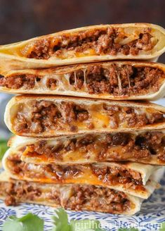 These ground beef quesadillas are jam packed with flavourful beef and lots of cheese. They're super easy These ground beef quesadillas are jam packed with flavourful beef and lots of cheese. They're super easy to make and disappear fast! Ground Beef Quesadillas, Ground Beef Burritos, How To Make Quesadillas, Ground Beef Enchiladas, Think Food, Mexican Food Recipes, Best Food Recipes, Healthy Beef Recipes, Healthy Meals