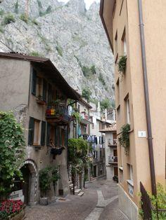 Limone sul Garda is één van de mooiste plaatsjes aan het Gardameer. Naast het schitterende uitzicht bij de waterkant is het zeker een aanrader om ook echt het stadje zelf te verkennen.
