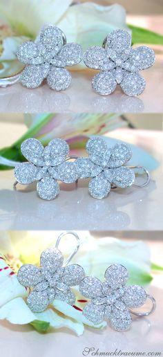 Pretty Diamond Flower Studs   1,56 ct. G SI   Whitegold 14k - schmucktraeume.com Like: https://www.facebook.com/Noble-Juwelen-150871984924926/