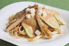 Los fetuccines con salsa picante de chipotle es una receta exquisita, saludable y muy sencilla de cocinar. No pierdas el tiempo cocinando, aquí encontrarás una preparación sencilla, rápida y con todo el sabor de Italia.