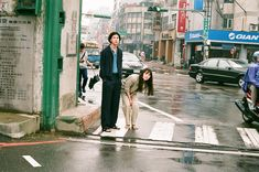 川島小鳥さん写真展「台灣照片」 | URBAN RESEARCH Couple Photography Poses, Couple Portraits, Film Photography, Street Photography, Pre Wedding Poses, Japanese Photography, Film Aesthetic, Film Stills, Couple Shoot