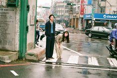 川島小鳥さん写真展「台灣照片」 | URBAN RESEARCH Couple Photography Poses, Couple Portraits, Film Photography, Street Photography, Pre Wedding Poses, Japanese Photography, Film Aesthetic, Film Stills, Couple Shoot
