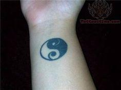 Résultats de recherche d'images pour « yng yang tattoo tumblr »