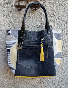 Faded Black Recycled Denim Bag and Geometric Print Cotton: Handbags by mucyclone Diy Jeans, Sewing Jeans, Jean Purses, Purses And Bags, Jean Diy, Sacs Tote Bags, Diy Sac, Denim Purse, Denim Ideas