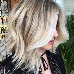 Elegant Blonde Lob Haircut for Thick Hair