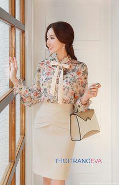 Blumendruck Band Krawatte Chiffon Bluse – jean musyo – Join the world of pin Modest Fashion, Hijab Fashion, Fashion Dresses, Workwear Fashion, 90s Fashion, Professional Outfits, Office Fashion, Office Outfits, Skirt Outfits