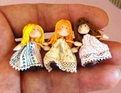 Mini doll tutorial so I can have some tiny dolls. Dollhouse Miniature Tutorials, Miniature Dolls, Miniature Houses, Tiny Dolls, Soft Dolls, Stuffed Animals, Marionette, Clothespin Dolls, Sewing Dolls