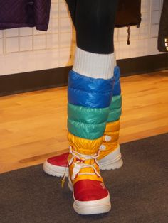 Spotted at the North Face Showroom today. Funky Shoes, Crazy Shoes, Vintage Moon, Retro Vintage, North Face Outfits, Running Costumes, Space Girl, Moon Boots, Rainbow Brite