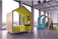 家の形をした、家の中でくつろぐようなイメージでデザインされた、ホールやロビーなどの大空間で使えるパーソナルモジュール「Break-out furniture」の紹介