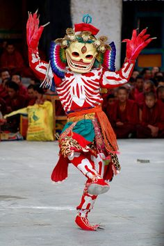 Masque danseur : Indonésie Traditional dancing at festival in Shigatse, Tibet by iancowe, via Flickr