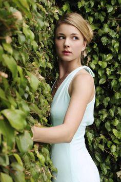 Emily VanCamp - perfect white dress
