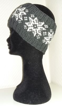 Ida Amalie's Hobbykrok: Snow crystals and stars : Ida Amalie's Hobbykrok: Snow crystals and stars Fair Isle Knitting Patterns, Crochet Patterns, Warm Winter Hats, Christmas Hat, Beanie Hats, Knitting Projects, Headbands, Knitted Hats, Pattern Design